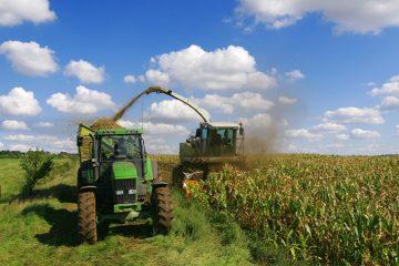 Traktoren und Anbaugeräte